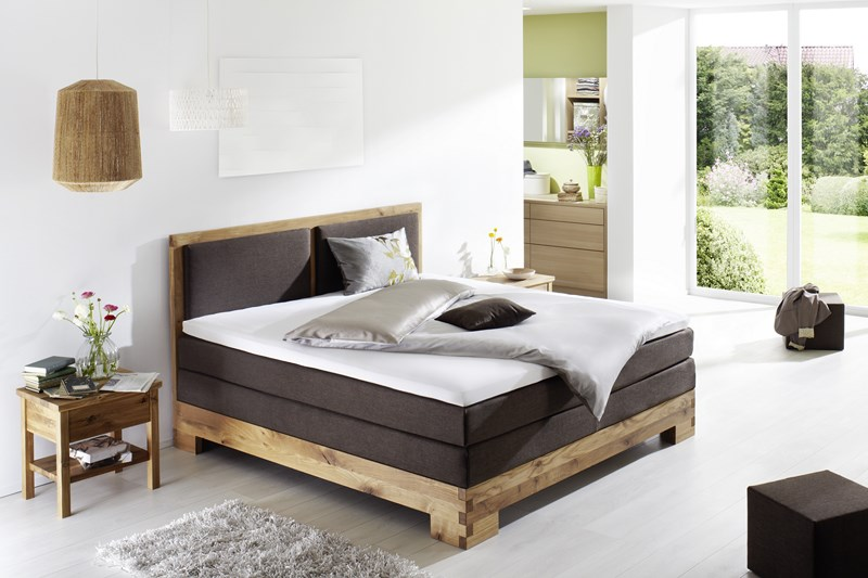 boxspringbett mit holzrahmen einzigartiges boxspringbett im natur look. Black Bedroom Furniture Sets. Home Design Ideas
